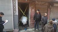 OLAY YERİ İNCELEME - Fatih'te Çıkan Yangında Yaşamını Yitiren Yaşlı Adamın Cenazesi Adli Tıp Kurumuna Kaldırıldı