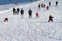 DİYARBAKIR - Göl Manzaralı Kayak Merkezine Yoğun İlgi