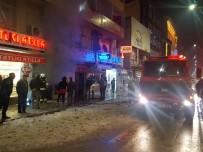 POLİS - İş Merkezinde Yangın Çıktı, Tatlıcı Tatlılarını Kaçırdı