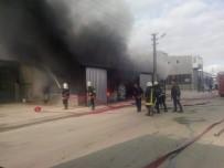 İTFAİYE ERİ - Isparta'da Plastik İmalathanesinde Yangın