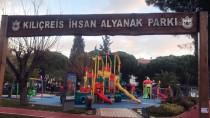 İZMIR ADLI TıP KURUMU - İzmir'de Bir Kişi Parkta Ölü Bulundu