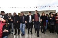 5 Ton Hamsinin Dağıtıldığı Muratpaşa'da Eller Horonda Birleşti