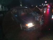 Aliağa'da Otomobil Ve Kamyon Çarpıştı Açıklaması 3 Yaralı