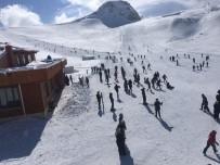 Hakkari'deki Kayak Merkezi Hafta İçi De Hizmet Vermeye Başladı