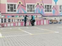 Mardin'de Okullardaki Tadilat Ve Boya İşlerini Yükümlüler Yapıyor