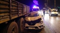 HASAN KARAMAN - Otomobil Tırın Altına Girdi Açıklaması 1 Yaralı