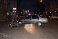 Otomobille Elektrikli Bisiklet Çarpıştı Açıklaması 3 Yaralı