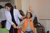 (Özel) Gönüllü Fizyoterapist Hastalara Sağlık Aşılıyor