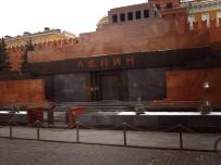 Rusya'da Lenin'in Naaşının Gömülmesi Tartışmaları Başladı