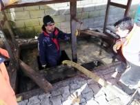 SIIRT BELEDIYESI - Siirt'te Yer Altı Çöp Konteynerleri Onarılarak Bakımları Yapılıyor
