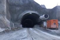 Yusufeli'de Tünel Çalışmasında Üzerine Kaya Düşen 2 İşçi Yaralandı