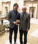 Ergin Keleş, 19 Yıl Önce Özkan Sümer'den Aldığı Kitabı Teslim Etti
