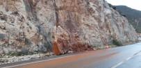 TARıM - Kaş-Kalkan Karayoluna Kaya Parçası Düştü