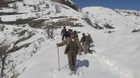 ALLAH - Köy Yolu Kardan Kapalı Olunca Hasta Plastik Bidon Ve Sedye İle Ambulansa Taşındı