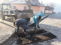 MASKİ'den Demirci'nin Mahallelerinde Izgara Temizliği