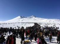 HAFTA SONU - Erciyes Hafta Sonu 110 Bin Kişiyi Ağırladı
