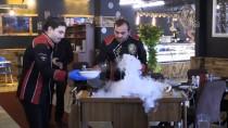 MEHMET CAN - Takdir Belgesini Getiren Öğrenciye Hamburger İkramı