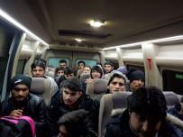 Tekirdağ'da 2 Minibüs Dolusu Kaçak Göçmen Yakalandı
