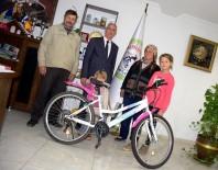 Başkan Kale'den Zeynep'e Bisiklet