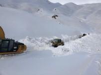 KATO DAĞı - Beytüşşebap'ta Kar Esareti Sürüyor
