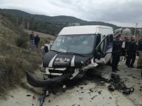 İŞÇİ SERVİSİ - İşçi Servisi İle Otomobil Çarpıştı Açıklaması 1 Ölü, 19 Yaralı