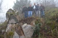 Kaçak Kazı Sonrası Yamaçtaki Kaya Parçası Korkutuyor