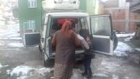 Kızılay'dan Evi Yanan Aileye Destek