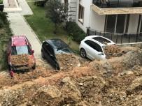DEĞIRMENDERE - Kuşadası'nda İstinat Duvarı Çöktü, Araçlar Altında Kaldı