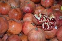 Cennet Meyvesi Yerli Nar 3 TL'den Alıcısını Bekliyor