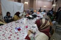 KANSERLE MÜCADELE - Kanser Hastası Kadınlar Tığ Örgüsü İle Moral Buluyor