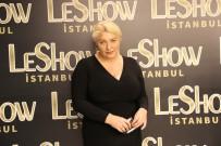 ÖZGE ULUSOY - Leshow Gala Defilesi Ünlü Mankenlerin Katılımıyla Gerçekleştirildi