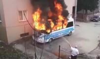 SELAMET - Park Halindeki Minibüs Alev Alev Yandı
