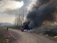 Yol Kenarına Atılan Atık Malzemelerden Çıkan Yangın Paniğe Neden Oldu