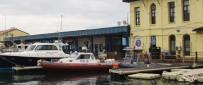 POLİS KARAKOLU - İzmir'de Denizde Ceset Bulundu