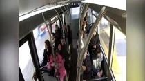Otobüste Rahatsızlanan Yolcuyu Şoför Hastaneye Götürdü