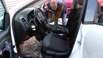 Aracın Camını Kırıp 48 Bin 500 Lirayı Çaldılar