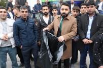 Çevreci Sloganıyla Adaylığını Açıklayan Sancar, Caddelerde Çöp Topladı