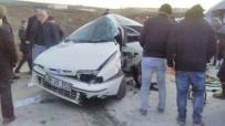 KAMYON ŞOFÖRÜ - Kamyonla Otomobil Çarpıştı Açıklaması 1 Ölü, 4 Yaralı
