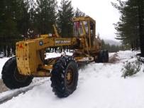 SÜLEYMANIYE - Antalya'da Kardan Kapanan Mahalle Yolları Ulaşıma Açıldı