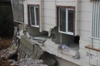 AYDINLATMA DİREĞİ - Bahçe Duvarı Çocukların Uyuduğu Odanın İçine Yıkıldı