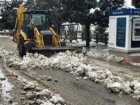 HEKİMHAN - Hekimhan'da Kar Temizliği Devam Ediyor