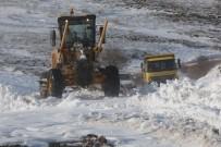 KÖY MUHTARI - Kar Dolayısıyla Kapanan Yollar Açılıyor