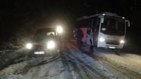 Kazdağları'nda Kar Nedeniyle Onlarca Araç Yolda Mahsur Kaldı
