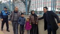 KİMLİK TESPİTİ - Küçük Çocukları Dilendiren Yabancılara Operasyon