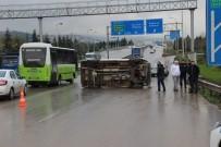 Minibüs Durakta Bekleyen Kadına Çarptı Açıklaması 1 Yaralı