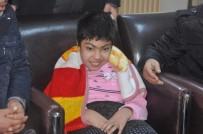 MUSTAFA ÇİFTÇİLER - Ortaokul Öğrencileri Biriktirdikleri Mavi Kapakla Engelli Çocuğa Tekerlekli Sandalye Aldı