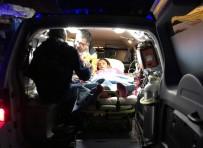 Sağlık Görevlileri Hamile Kadına Karlı Yolları Aşarak Ulaştı