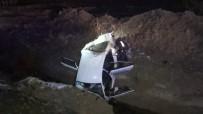 Takla Atan Otomobil Su Kanalına Düştü Açıklaması 3 Yaralı