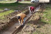 Burhaniye Belediyesi Halı Sahaların Yapımına Başladı