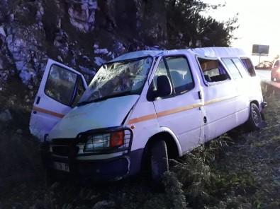 Askerleri Taşıyan Minibüs Kaza Yaptı Açıklaması 3 Yaralı
